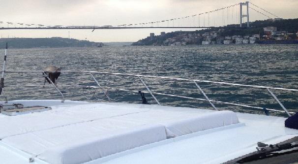 İstanbul Boğaz Turu Eşliğinde Teknede Nişan Keyfi