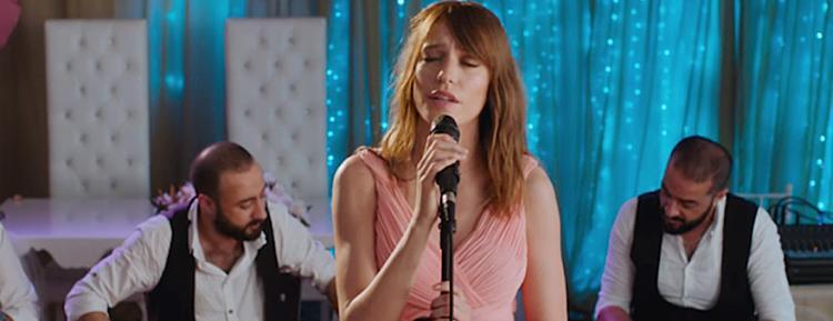 """Serenay Sarıkaya'dan """"Vazgeçtim"""" Şarkısı"""