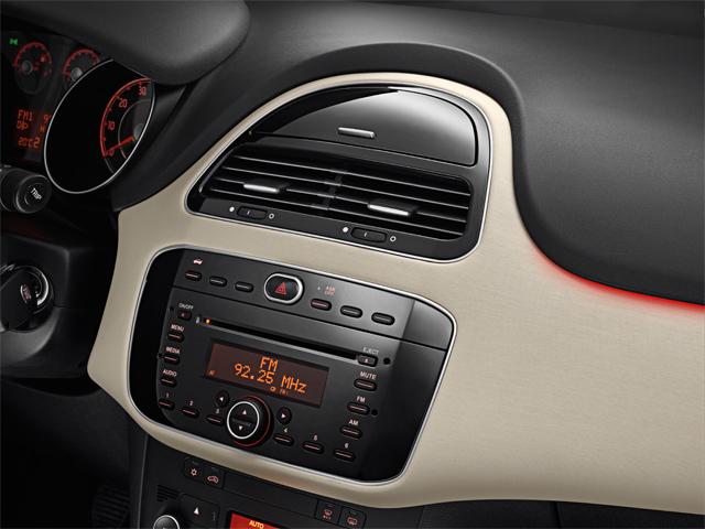 Yeni 2013 Fiat Linea Özellikleri, Fiyatı ve Fotoğrafları