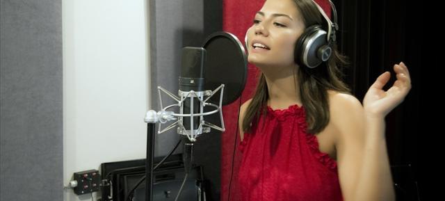 """Demet Özdemir'den """"Erkenci Kuş"""" Şarkısı"""